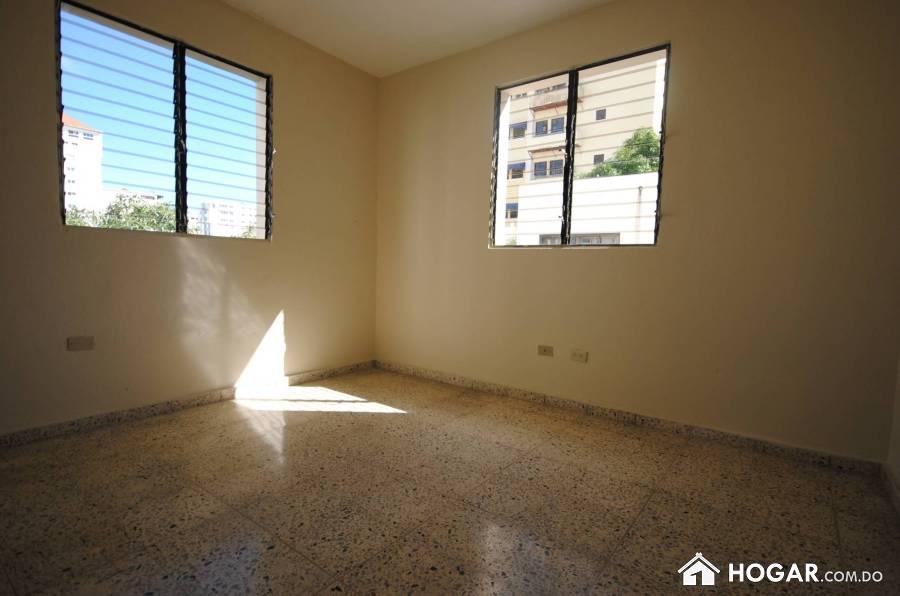 Amplio apartamento en alquiler vacio de 3 dormitorios naco for Alquiler de habitaciones
